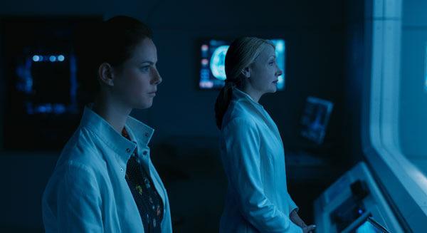 Ava and Teresa watch Minho's torture