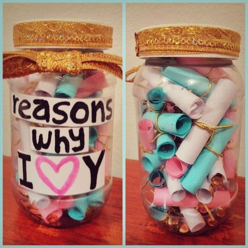 A jar of reasons why you love your bestie? What a great way to celebrate your friendship!