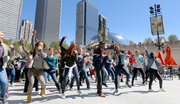 See Chicago spring to life with this musical flash mob led by Aloe Blacc