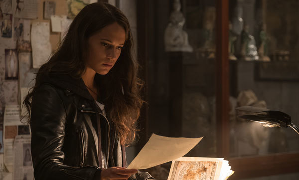Lara investigates her dad's disappearance