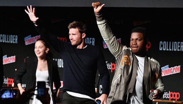 Cailee, Scott Eastwood and John Boyega greet fans