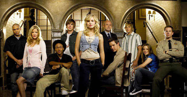 This detective show isn't all about crime -- main character Veronica experiences the obstacles of an everyday teen, too.