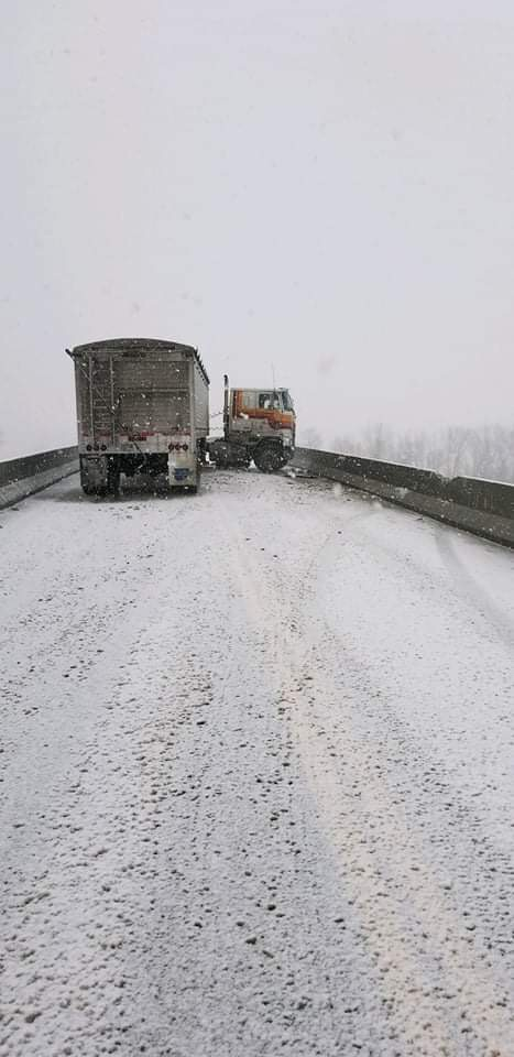 UPDATE: Highway 41 near De Witt reopens following accident Thursday morning