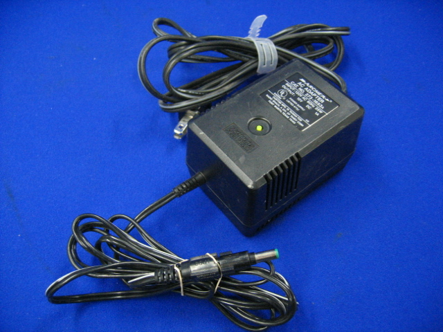 Archer 273-1653A 12VDC 1A 25W AC Adapter Power Supply