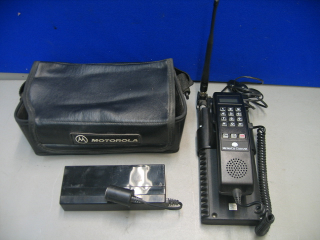 Vintage Motorola SCN2398A MetroCel Cellular Car Bag Phone With Case and Charger