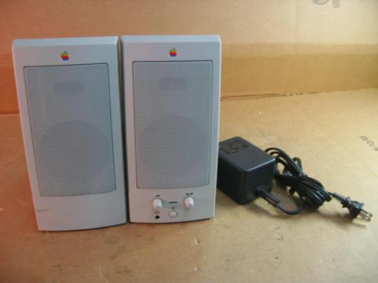 Apple M6082 AppleDesign Powered Speakers