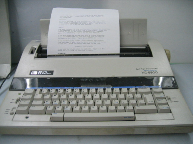 word processor and typewriter Thanks for a2a what are the advantages of using a word processor over using a typewriter even in a modern world where the mechanical or semi-electric typewriter is almost the stuff of mythology, some writers still prefer the experience of hitting a key and having a letter appear on a piece of paper.