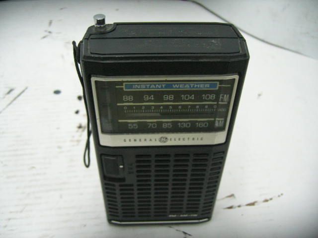 General Electric 7-2840B Mobile Weather Radio AM/Fm/IW