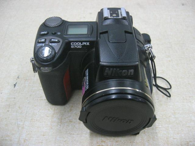Nikon E8700 Coolpix 8700 8 Mega Pixel Digital Camera