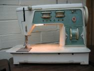Singer Gradute Model 714 Sewing Machine