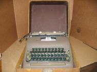 Smith Corona Sterling Vintage 1940's Type Writer With Case