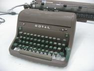 Royal HH Typewriter (circa 1954)  L-020
