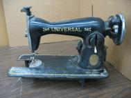 Universal  De Luxe Antique Family Sewing Machine