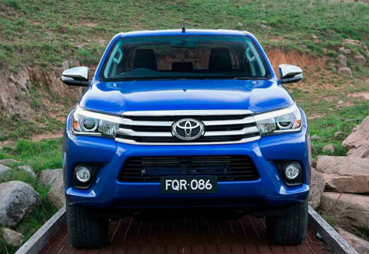 motorbit toyota hilux vs nissan frontier qu nos ofrecen sus versiones 2016 l elo aqu. Black Bedroom Furniture Sets. Home Design Ideas