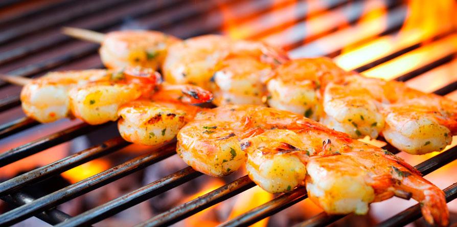 Consumir alguns alimentos como amendoim e crustáceos pode gerar mal estar e estragar as férias