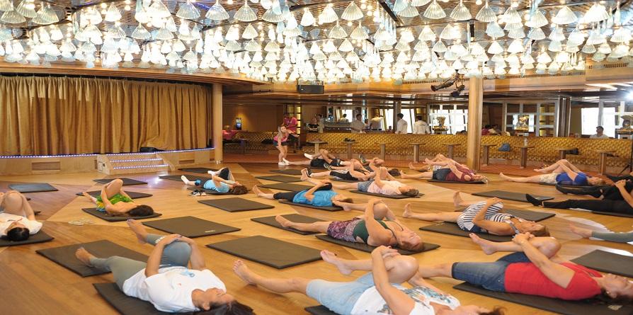 Aula de dança para terceira idade alia ginástica, coordenação e exercício da memória