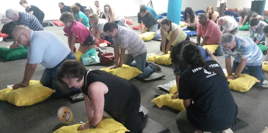 Dia Mundial do Coração é marcado com treinamento em massa de massagem cardíaca em São Paulo