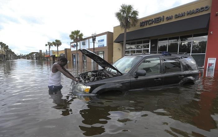 Restablecen suministro eléctrico a cerca del 90% de clientes en Florida