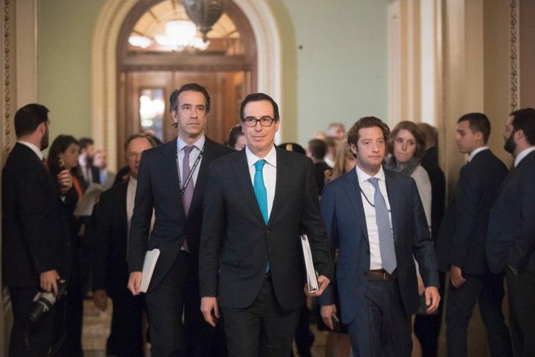 """Trump pide """"prisa"""" a legisladores en reforma fiscal"""