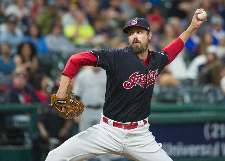 Indios activan al pitcher Andrew Miller