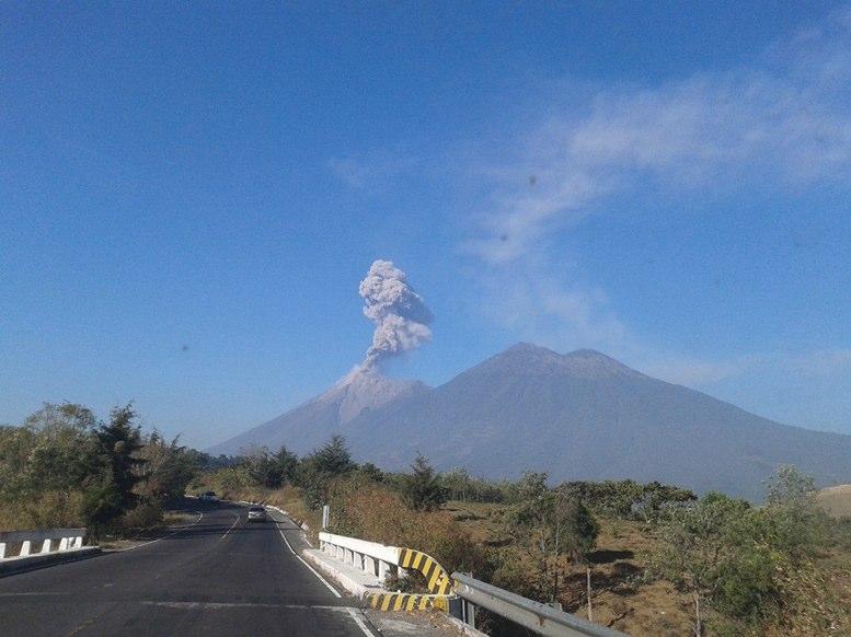 Volcán de Fuego entra en su novena etapa eruptiva