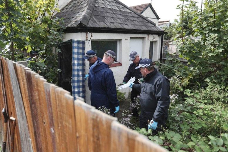 Policía interroga a dos sospechosos