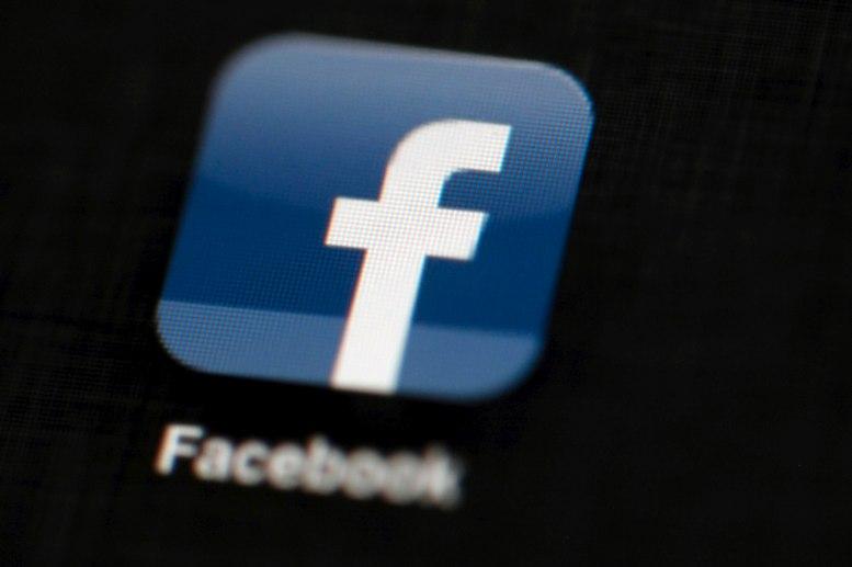 Amaga Rusia con bloqueo a Facebook a partir de 2018