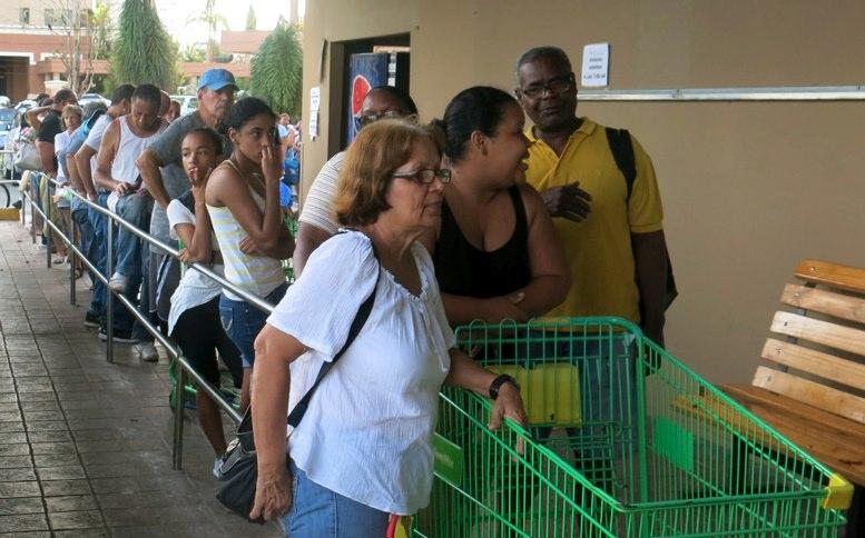 Evacuan islas de Carolina del Norte, EE.UU., por huracán María