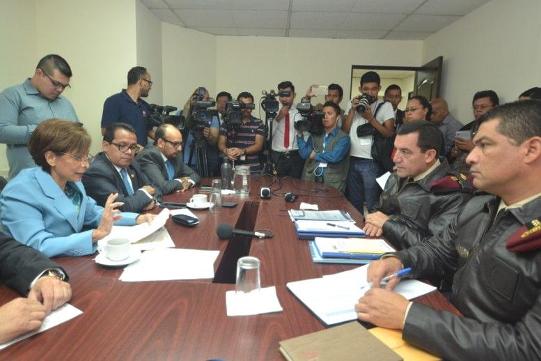 Fiscalía pide quitar fuero a Jimmy Morales por pago del Ejército