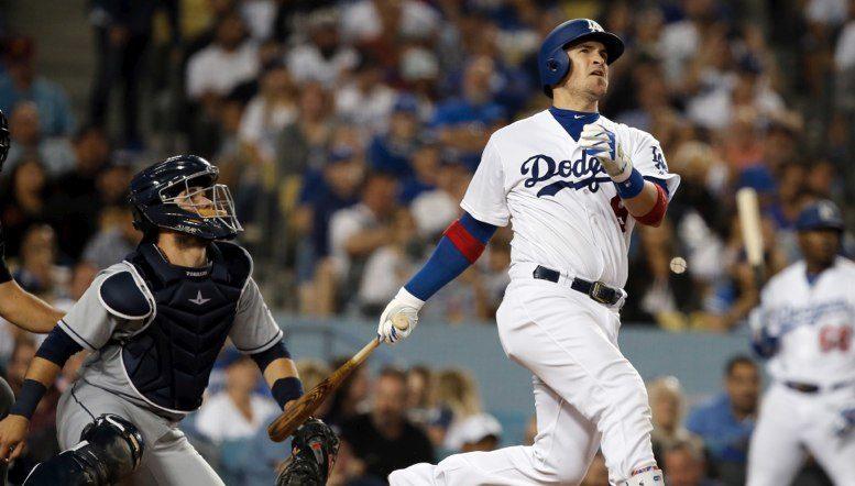 Adrián González no estará en playoffs con Dodgers
