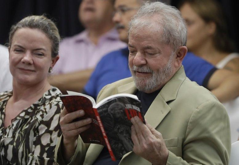 Lula inicia una nueva gira proselitista con un encuentro con Pepe Mujica