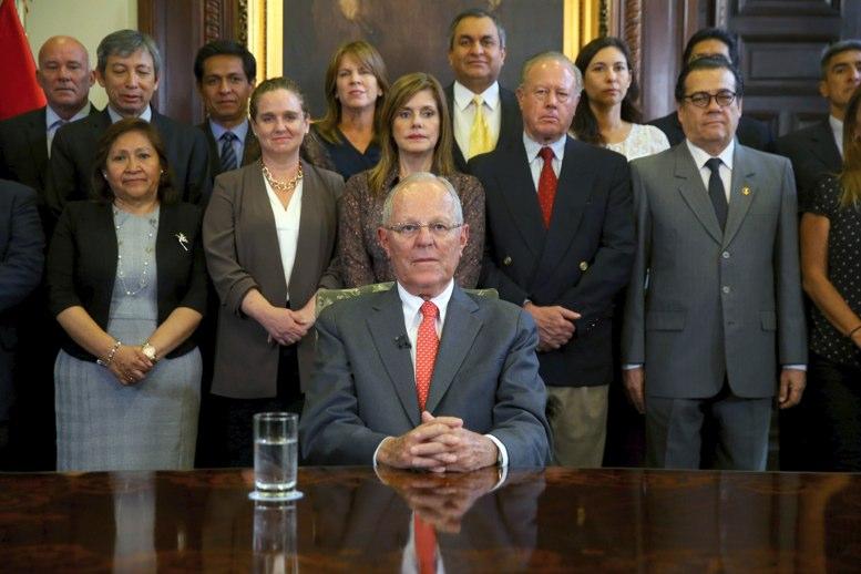 Prohíben a Kuczynski salir de Perú por 18 meses