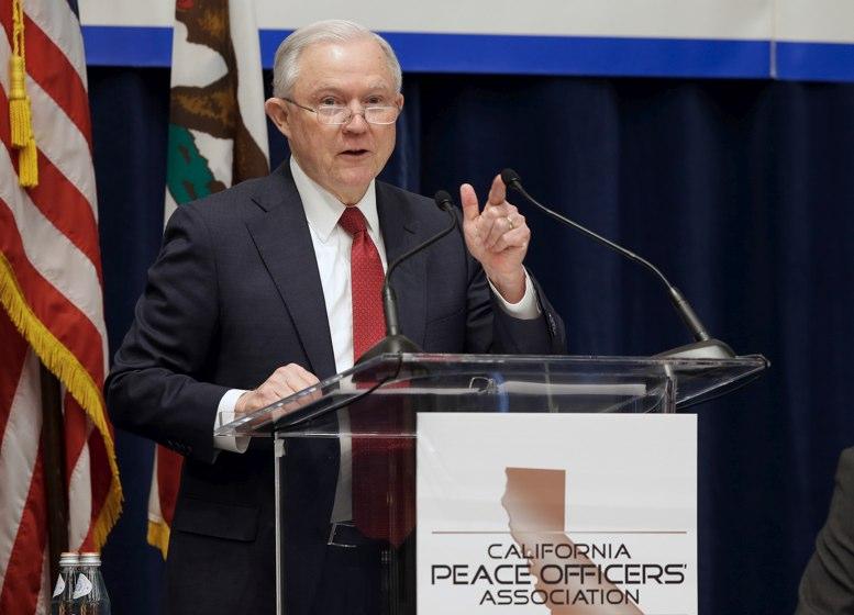 Condado de Orange se enfrenta a California para cazar a migrantes