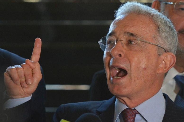 Álvaro Uribe pide que no se considere su carta de renuncia