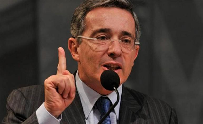 Uribe propone 'acuerdo nacional' para conseguir paz en Colombia
