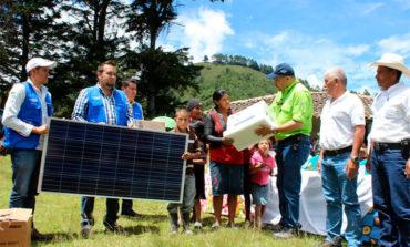 Más de 21 mil hogares tendrán luz con proyectos de paneles solares