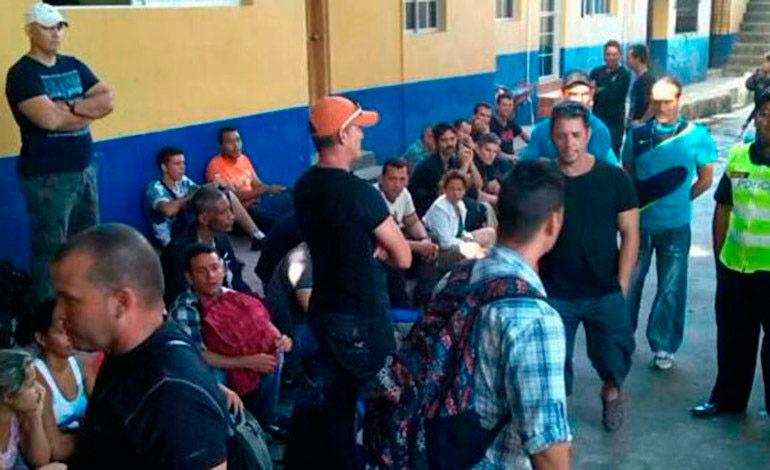 Honduras detiene a 11 nepalíes indocumentados que iban hacia EE.UU.
