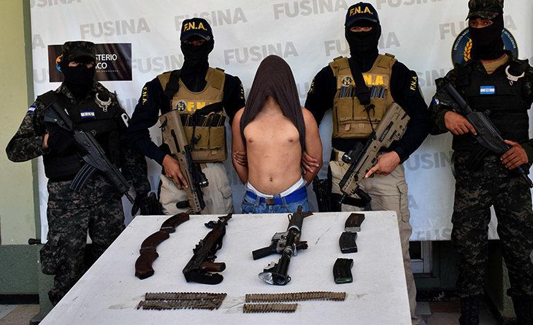 Con varias armas recapturan a  menor fugado de Renaciendo