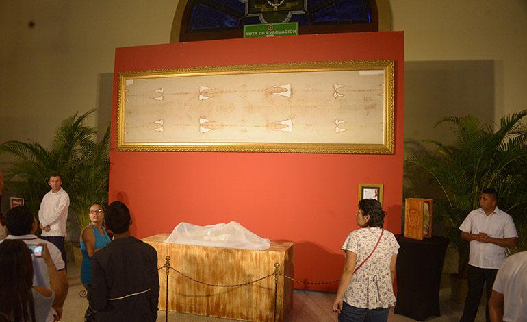 Derroche de fe en exposición de Sábana Santa en la basílica de Suyapa