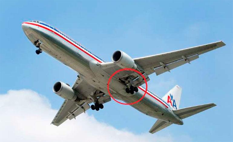 Un latino entra a EEUU oculto en un avión