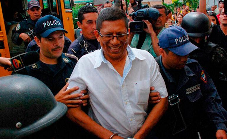 """Defensa de Barralaga presenta """"caja"""" llena de documentos que prueban su inocencia"""
