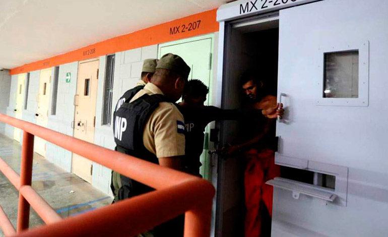 """Sitiado """"El Pozo"""" por elementos policiales y militares"""