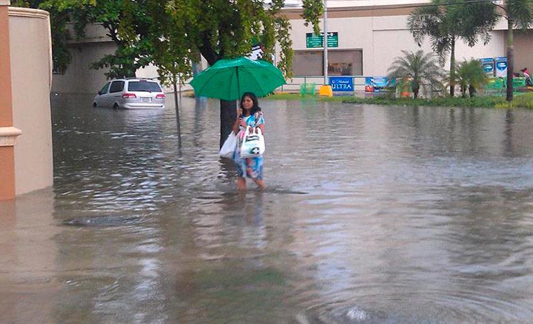 Inundaciones y cortes de electricidad al paso de tormenta Harvey por Barbados