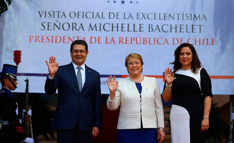 Juan Orlando Hernández recibe a Bachelet para fortalecer cooperación comercial