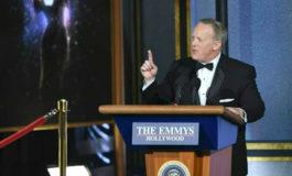Sean Spicer sazona unos Emmys muy políticos