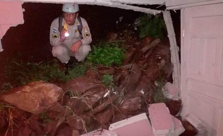 Una niña fallecida y severos daños dejan lluvias en Honduras
