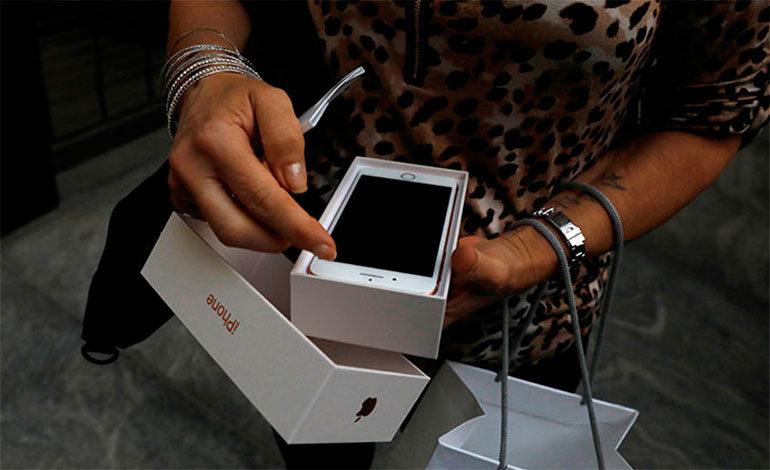 A una mujer le explota el primer iPhone 8