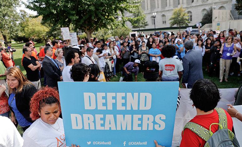 """64 mil """"soñadores"""" pidieron renovar DACA tras su fin"""