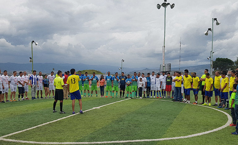 """Al """"rojo vivo"""" torneo de futbolito LA TRIBUNA"""