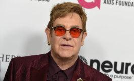 Elton John recibe premio por su lucha contra el sida